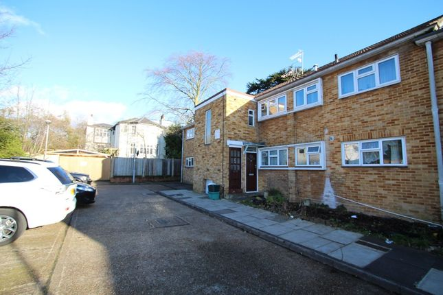 Thumbnail Maisonette to rent in Dolphin Close, Surbiton