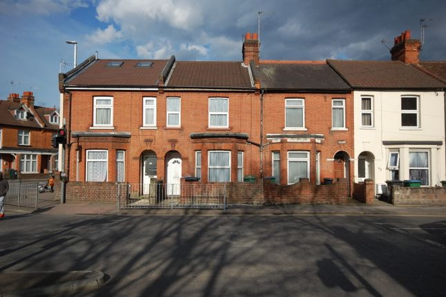 3 bed terraced house to rent in Cassio Road, Watford WD18