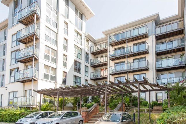 2 bed flat for sale in Mckenzie Court, Maidstone, Kent