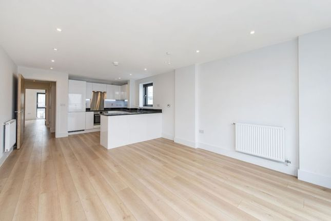 Flat to rent in Knightley Walk, London