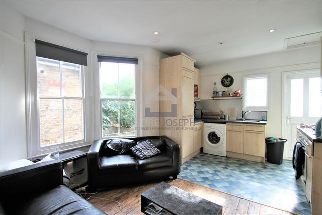 3 bed flat to rent in Fieldhouse Road, Balham, London SW12