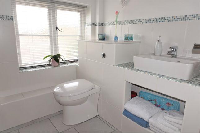 Bathroom of Daleacre Court, Lockington DE74