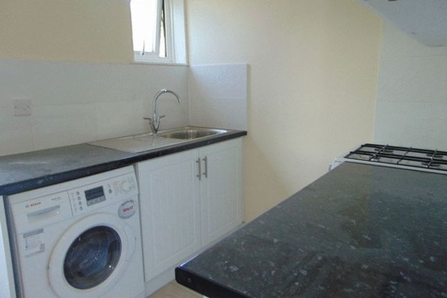Thumbnail Flat to rent in Chipstead Station Parade, Chipstead, Coulsdon