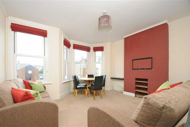 Thumbnail Flat to rent in Dingwall Road, London