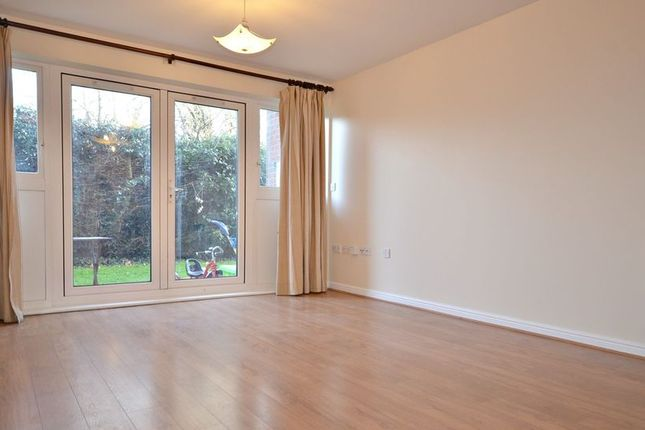 Thumbnail Flat to rent in Hawkes Close, Langley, Slough