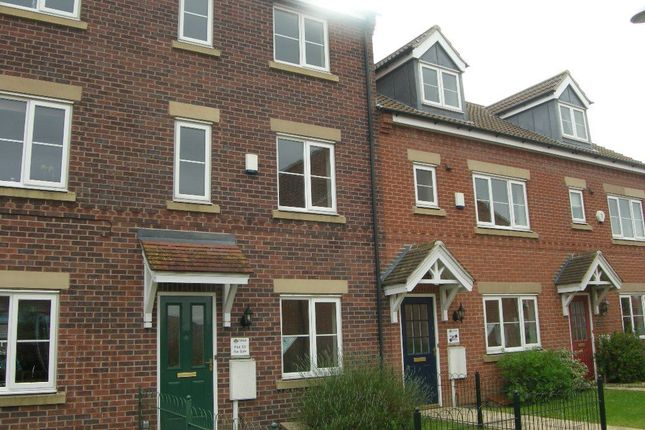 3 bed terraced house to rent in Bramley Way, Misterton, Doncaster