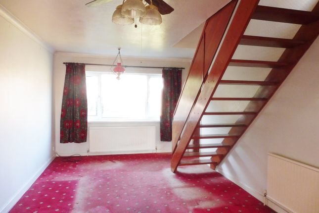 Lounge of Skiers View Road, Hoyland Common S74