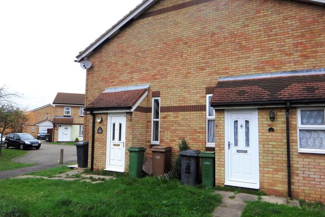 Thumbnail Semi-detached house to rent in Berrow Close, Luton