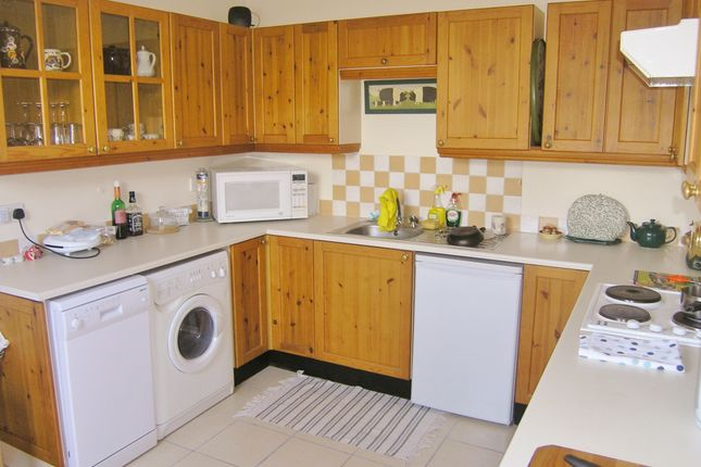 Thumbnail Flat to rent in Godstow Road, Wolvercote, Oxford