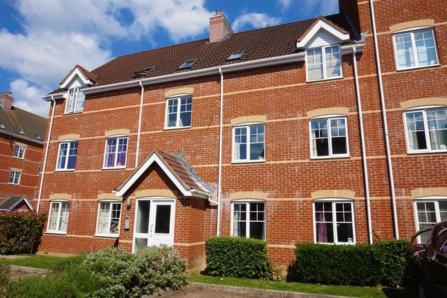 Thumbnail Flat for sale in Windsor Court, Newbury