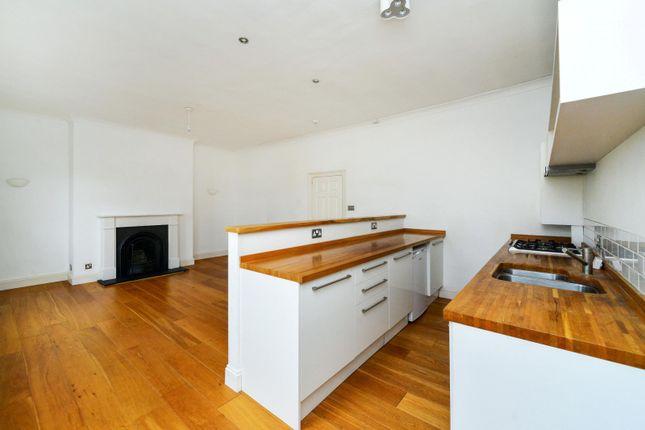 Thumbnail Flat to rent in Medina Villas, Hove