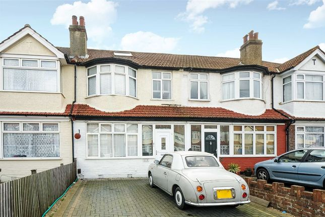 Thumbnail Flat to rent in Cranborne Avenue, Tolworth, Surbiton