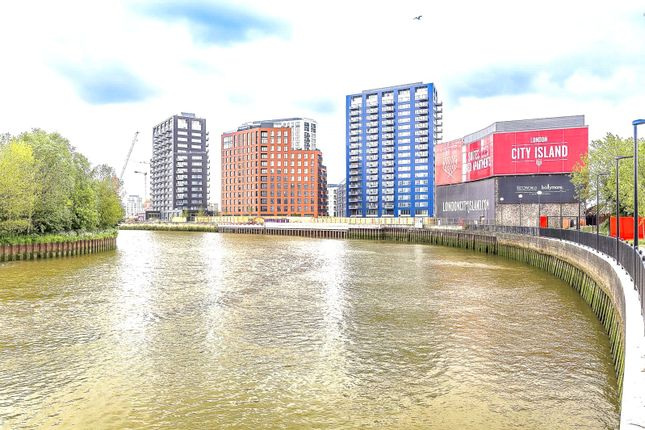 Picture No. 09 of London City Island, London E14