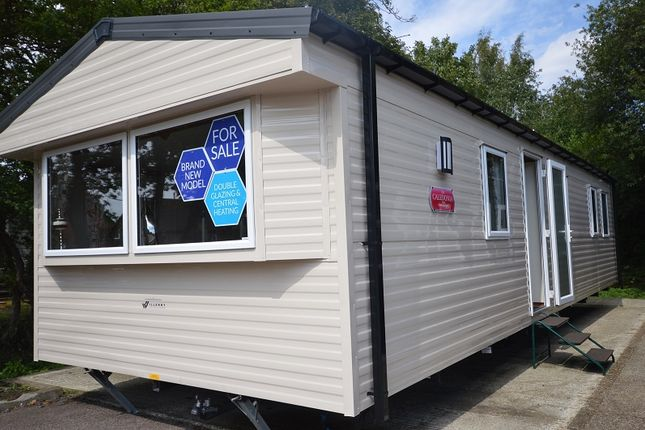 2 bed mobile/park home for sale in Carlton Meres Holiday Park, Carlton, Saxmundham, Suffolk