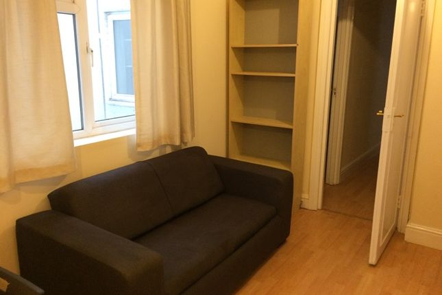 Thumbnail Flat to rent in Hammersmith Road, Lodnon