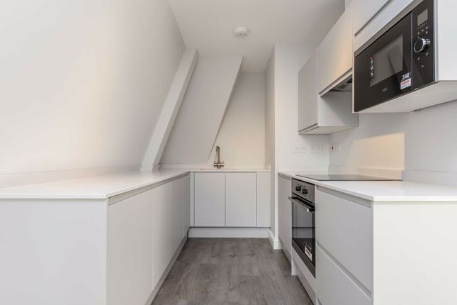 2 bed flat for sale in Villiers Road, Kingston Upon Thames KT1
