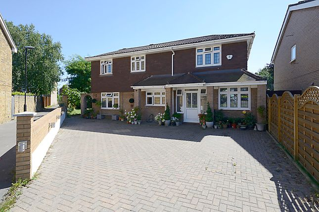 Thumbnail Detached house for sale in Gilmore Close, Langley, Slough