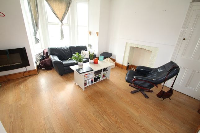 Thumbnail Flat to rent in Lipson, Plymouth, Devon