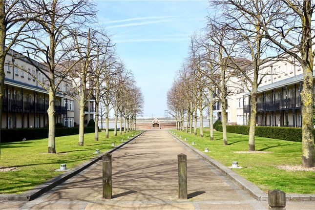 Thumbnail Terraced house for sale in The Boulevard, Greenhithe