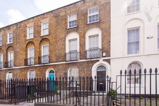 6 bed terraced house to rent in Commercial Road, London E1
