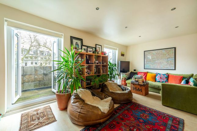 2 bed flat for sale in Arundel Gardens, Notting Hill, London W11