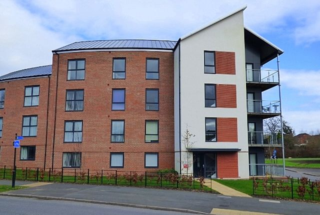 Thumbnail Flat to rent in Frogmill Road, Northfield