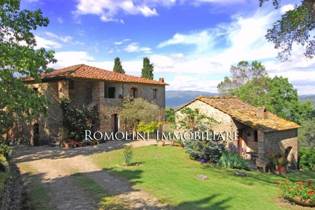 7 bed farmhouse for sale in Arezzo, Tuscany, Italy