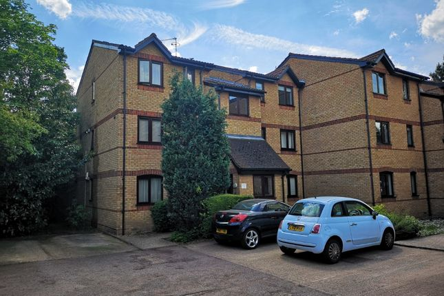 Thumbnail Flat for sale in Courtlands Close, Nth Wat, Watford
