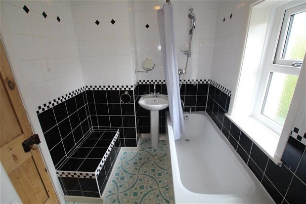 Bathroom of Victoria Road, Preston PR2
