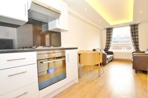 Thumbnail Triplex to rent in Centurion Close, Islington