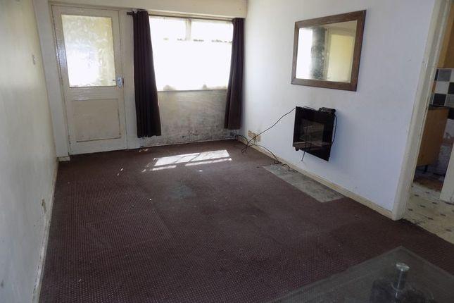 Lounge of Glenlee Road, Bradford BD7