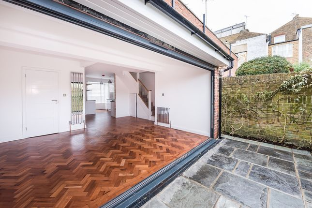 3 bed terraced house to rent in Chapel Road, Twickenham