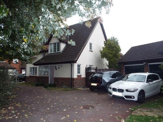 Thumbnail Property for sale in Steeple View, Laindon, Essex