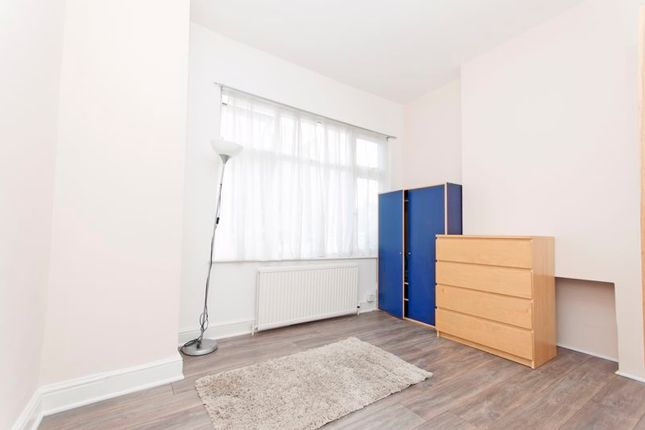 Flat to rent in Lascotts Road, Wood Green, London