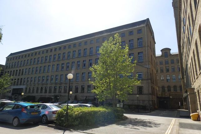 2 bed flat to rent in Riverside Court, Saltaire BD18