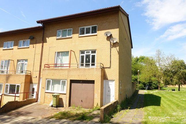 Thumbnail Town house to rent in Penryn Avenue, Fishermead, Milton Keynes
