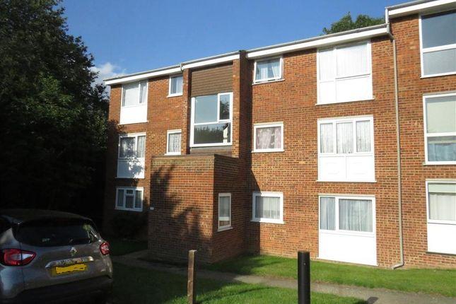 Flat to rent in Roydon Court, Hemel Hempstead