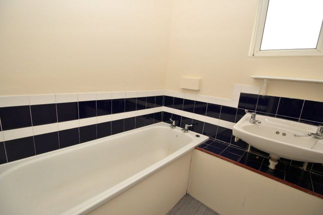 Bathroom of Harlech Close, Bransholme, Hull, East Yorkshire HU7