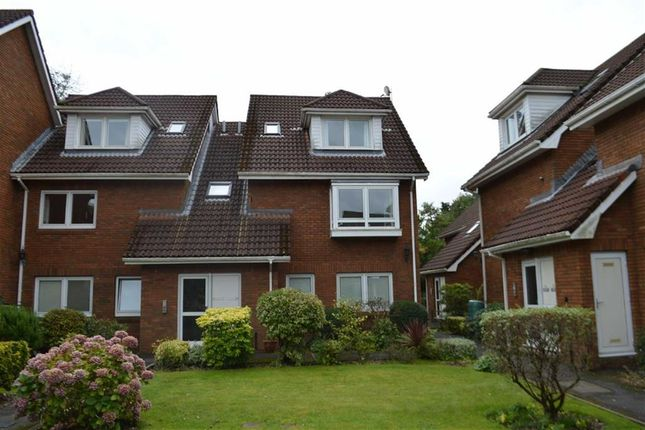 Flat for sale in Pinetree Court, Swansea