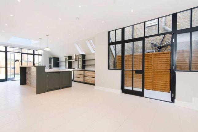Thumbnail Flat to rent in Baldwyn Gardens, London