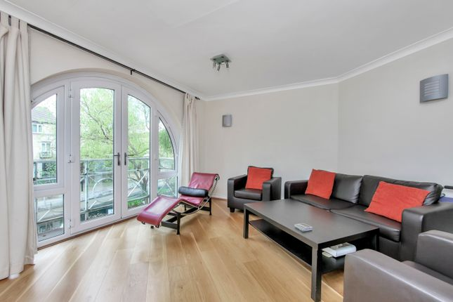 Thumbnail Maisonette to rent in Eleanor Close, London
