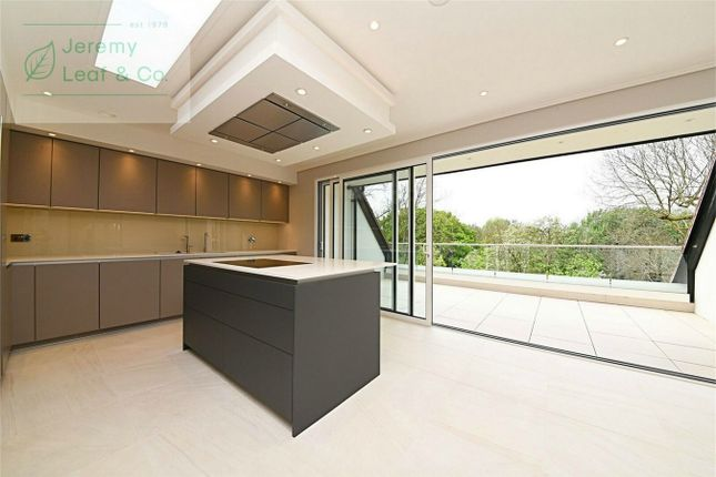 Flat for sale in Penthouse Wickliffe Court, Wickliffe Avenue, Finchley