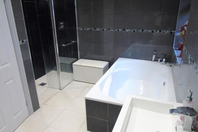 Family Bathroom of Spencers Lane, Melling, Liverpool L31