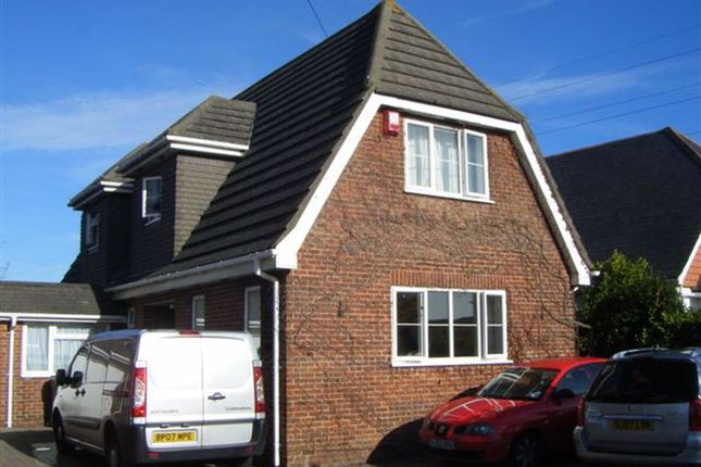 Room to rent in Magna Road, Bournemouth BH11