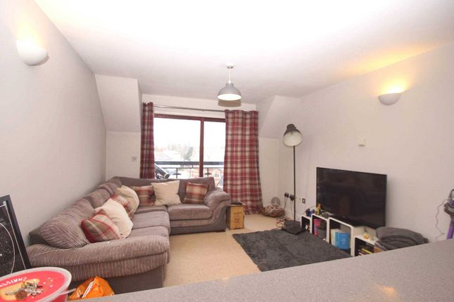 2 bed flat to rent in Conrads Yard, Cowbridge SG14