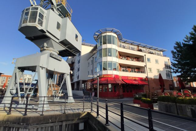 Thumbnail Flat to rent in Canalside, Gunwharf Quays