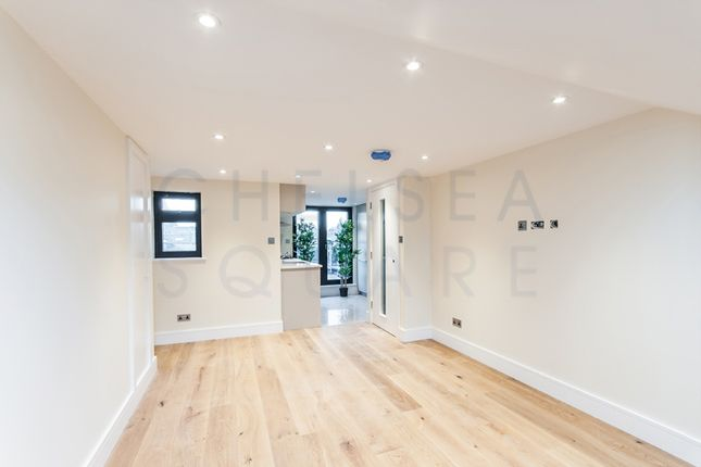 Thumbnail Flat to rent in Seymour Road, Chiswick Park