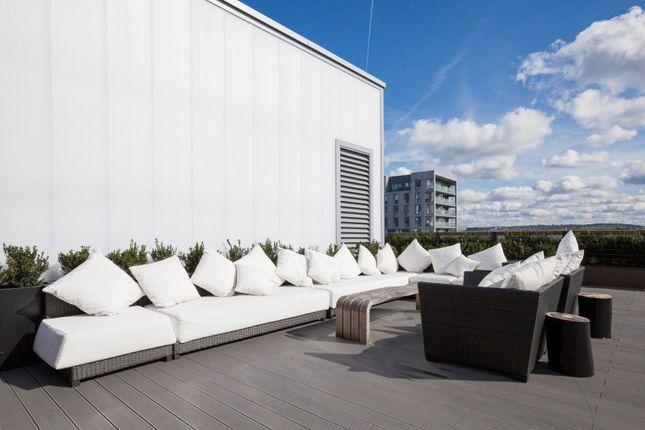 Roof Terrace of The Fulmar, Reminder Lane, Lower Riverside, Greenwich Peninsula SE10