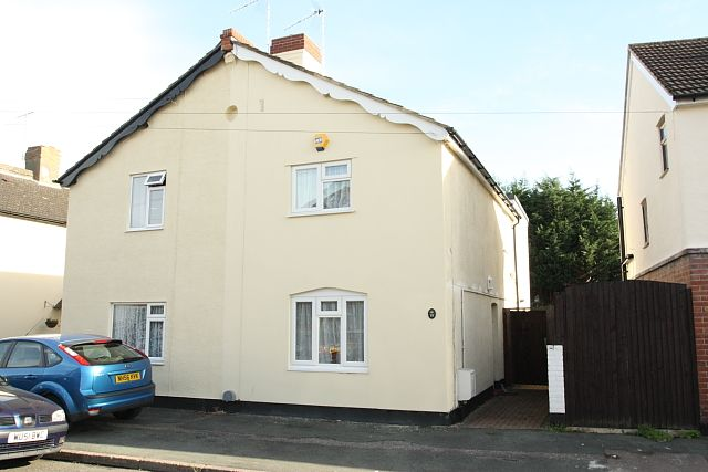 3 bed semi-detached house to rent in Beaconsfield Road, Woking GU22