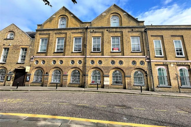 2 bed flat for sale in High Street, Romford RM1